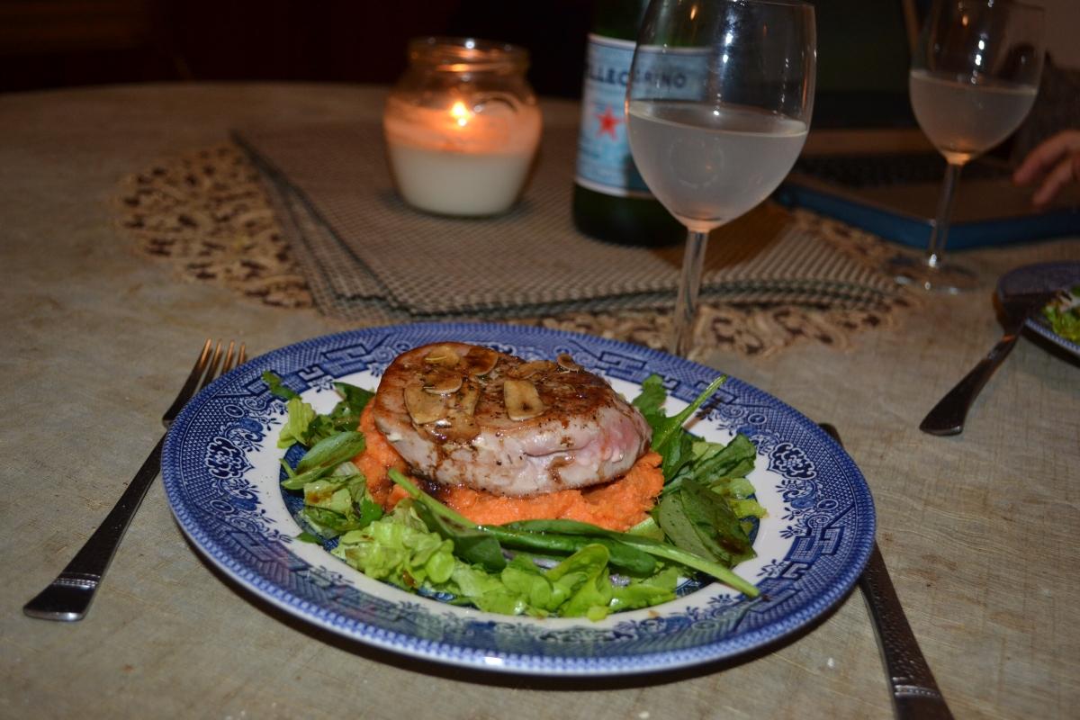 Oppskrift: Tunfiskfilet med hjemmelaget marinade og søtpotetmos med trøffel