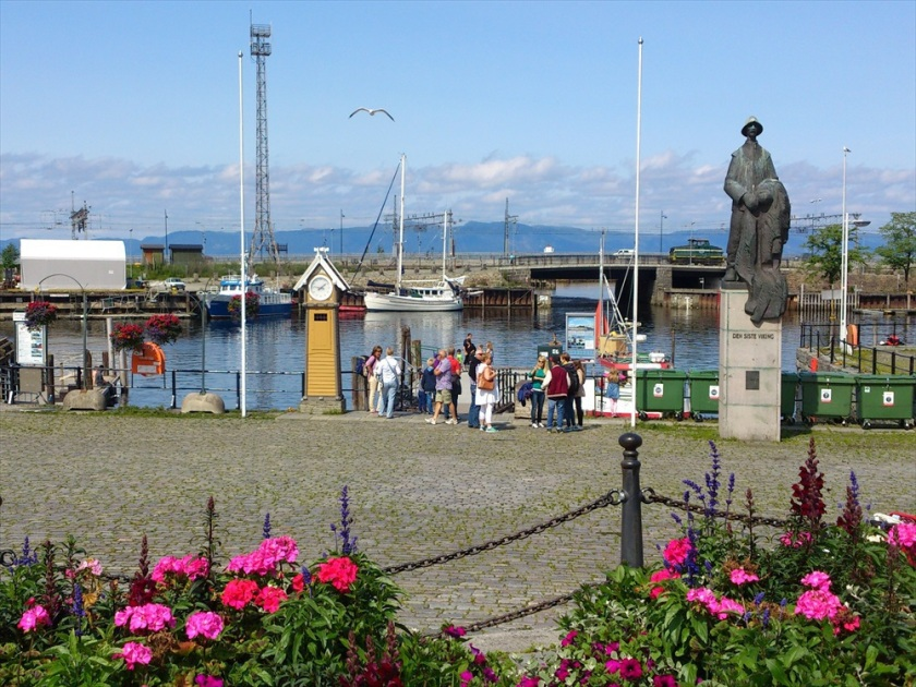 Ravnkloa fish market and harbour is where my facourite SushiBar is located.